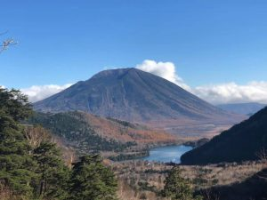 金精峠からの湯の湖と男体山