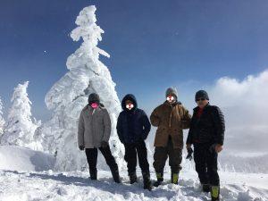 樹氷の前で記念撮影